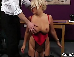 Sexy stunner receives cumshot on her face sucking in all directions from the semen