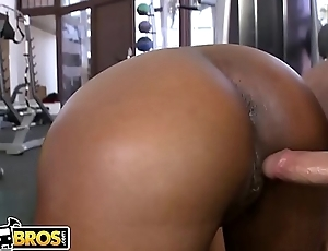 BANGBROS - Gymnasim Bore Pounding! With Jessica Dawn &amp_ Julissa James